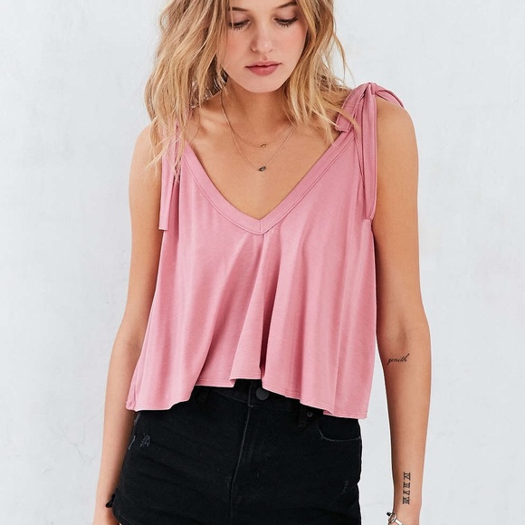 4d976184e URBAN OUTFITTERS crop tie shoulder pink cami. M 5a51681350687c2bee02c828